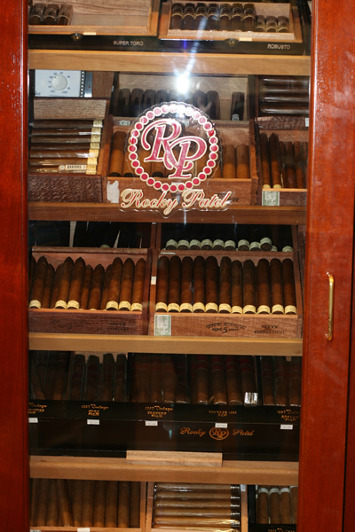 cigar store in Wilmington Delaware, cigar store in New Castle Delaware, cigar lounge, cigar, lounge